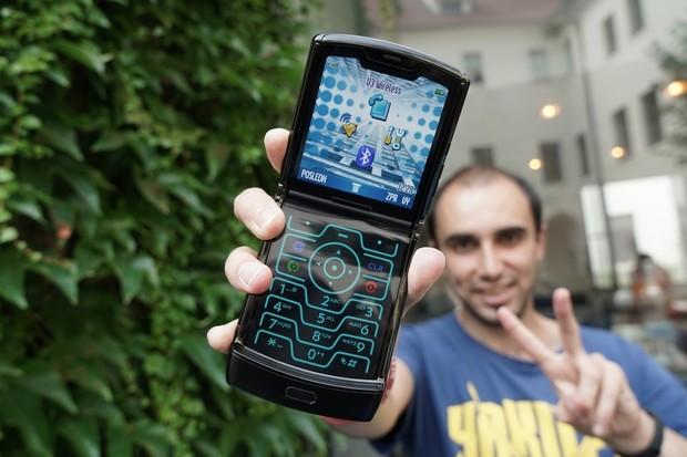 Ohebná Motorola Razr opět zlevňuje. Dostala se na příznivou cenu?