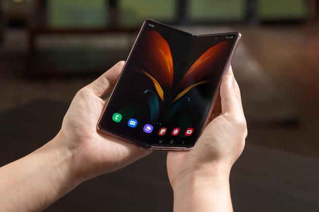 Ohebný Samsung Galaxy Z Fold2 oficiálně představen. Jaké novinky přináší?