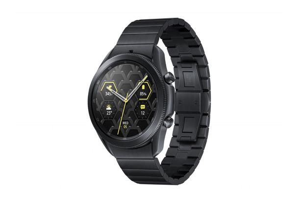 Pokochejte se pohledem na titanovou verzi Galaxy Watch3. Zájemce vyjde na 17 tisíc korun