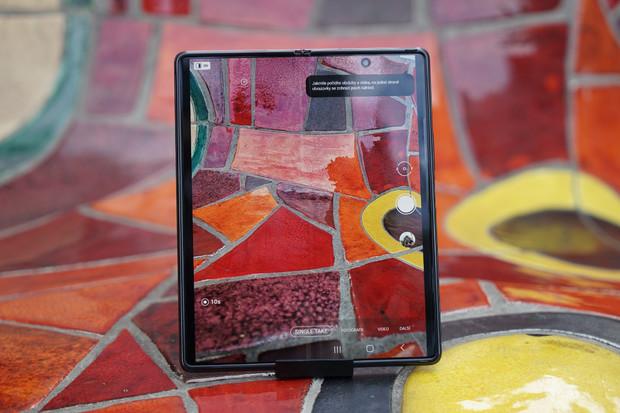 Samsung plánuje skládací tablet. Uhádnete, kolikrát se přehne?