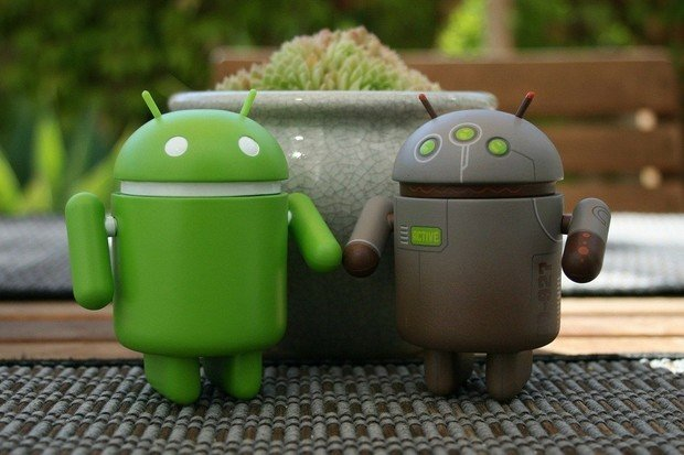 Systém Android slaví 12. narozeniny. Víte, co měla první verze společného s Applem?