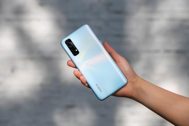 Realme 7 – solidně vybavený smartphone za cenu nižší třídy