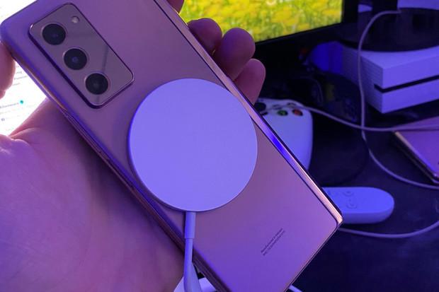 Nabíjení MagSafe od Applu je kompatibilní také s telefony jihokorejského rivala