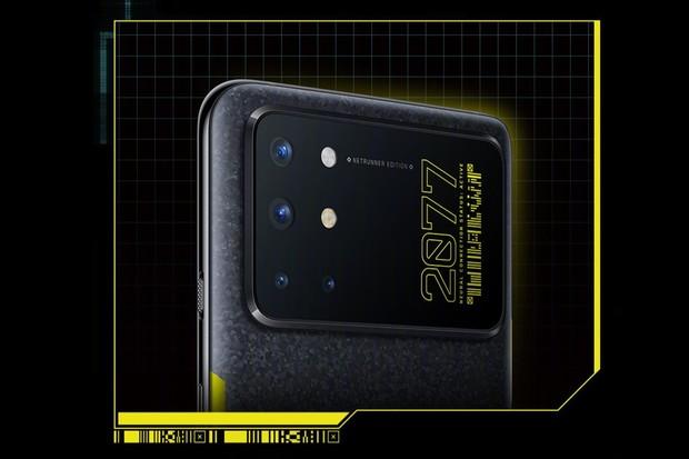 Originální kousek, to je OnePlus 8T v edici Cyberpunk 2077