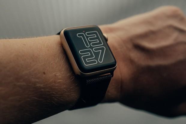 Nakupte bleskurychle. Apple Watch teď koupíte za nejnižší cenu na trhu
