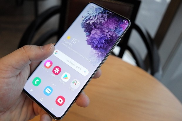 Black Friday zlevnil Galaxy S20 a oblíbené telefony od Xiaomi