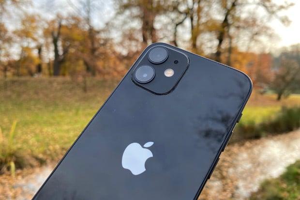 Apple se stal v posledním čtvrtletí 2020 největším výrobcem telefonů na světě