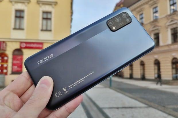 Právě představené Realme 7 5G v redakci. Čím se liší od Realme 7?
