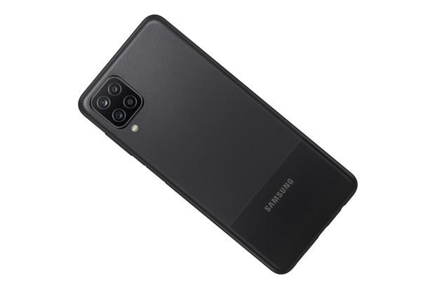 Samsung představil cenově dostupné Galaxy A12 a Galaxy A02s. Čím se pokusí zaujmout?