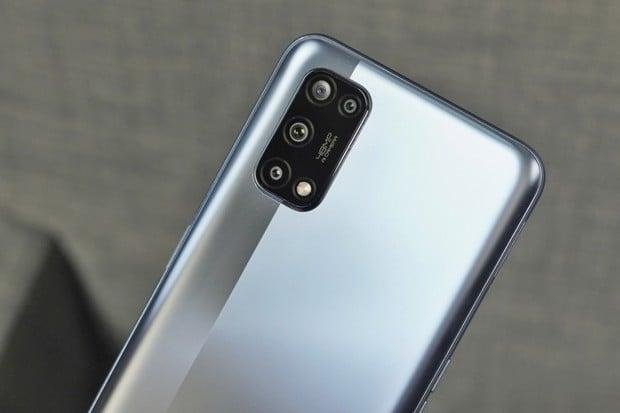 Cenově dostupné Realme 7 5G na českém trhu zlevňuje