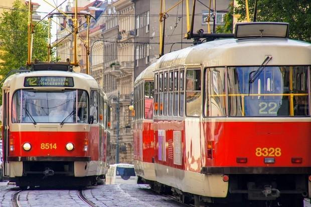 Lítačka, IDOS, Google Mapy a další zobrazují online polohy tramvají i příjezd