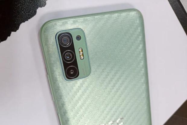 Mátově zelené HTC Desire 21 Pro 5G má lákat na čtveřici fotoaparátů