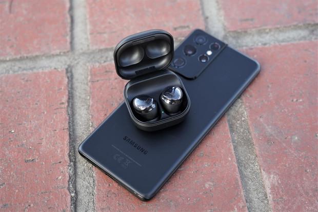 Podívejte se na unboxing  a první dojmy ze sluchátek Samsung Galaxy Buds 2