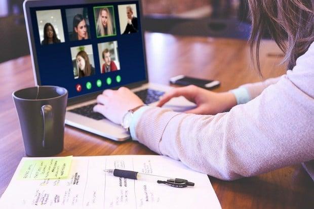 Téměř 1/4 uživatelů povoluje všem aplikacím přístup k mikrofonu a kameře. Co vy?