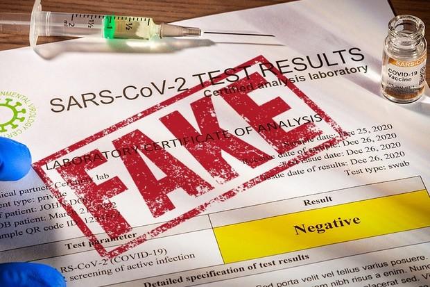 Nejen vakcíny proti koronaviru, ale už i falešné negativní testy najdete na darknetu