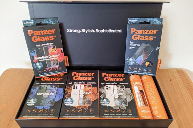 Vyhrajte speciální dárkové balení PanzerGlass plné barevných obalů ClearCase