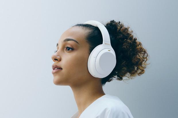 Sony uvádí na trh speciální edici sluchátek WH-1000XM4 Silent White
