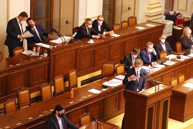 Sledujte dění v Poslanecké sněmovně s novou aplikací iSněmovna. Zatím jen na iOS