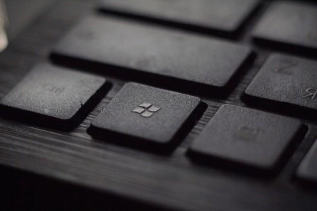Microsoft údajně vzdává práci na Windows 10X. Jednou toho bude litovat