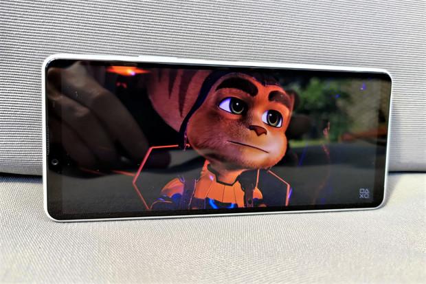 """Sony Xperia 10 III s 6"""" OLED displejem a odolností IP65/68 dorazila do redakce"""