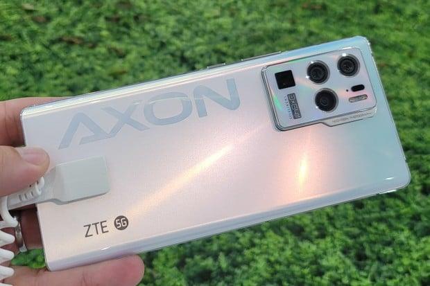 Na veletrhu MWC 2021 jsme vyzkoušeli ZTE AXON 30 Ultra 5G s 5× optickým zoomem