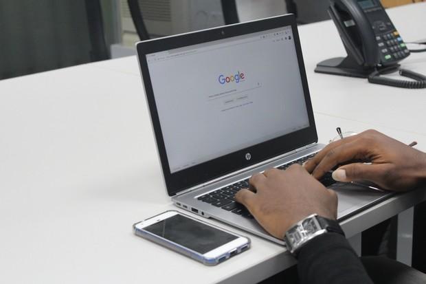 Jak to chodí v Googlu? Vývojář o tom kreslí komiksy