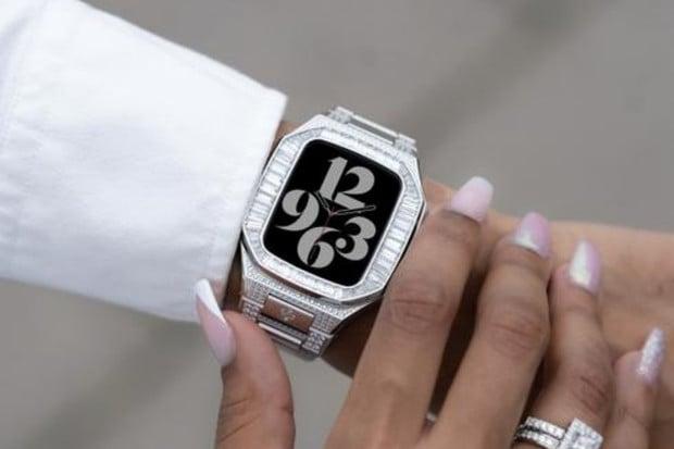 Luxusní pouzdro povýší fádní vzhled Apple Watch na elegantní šperk