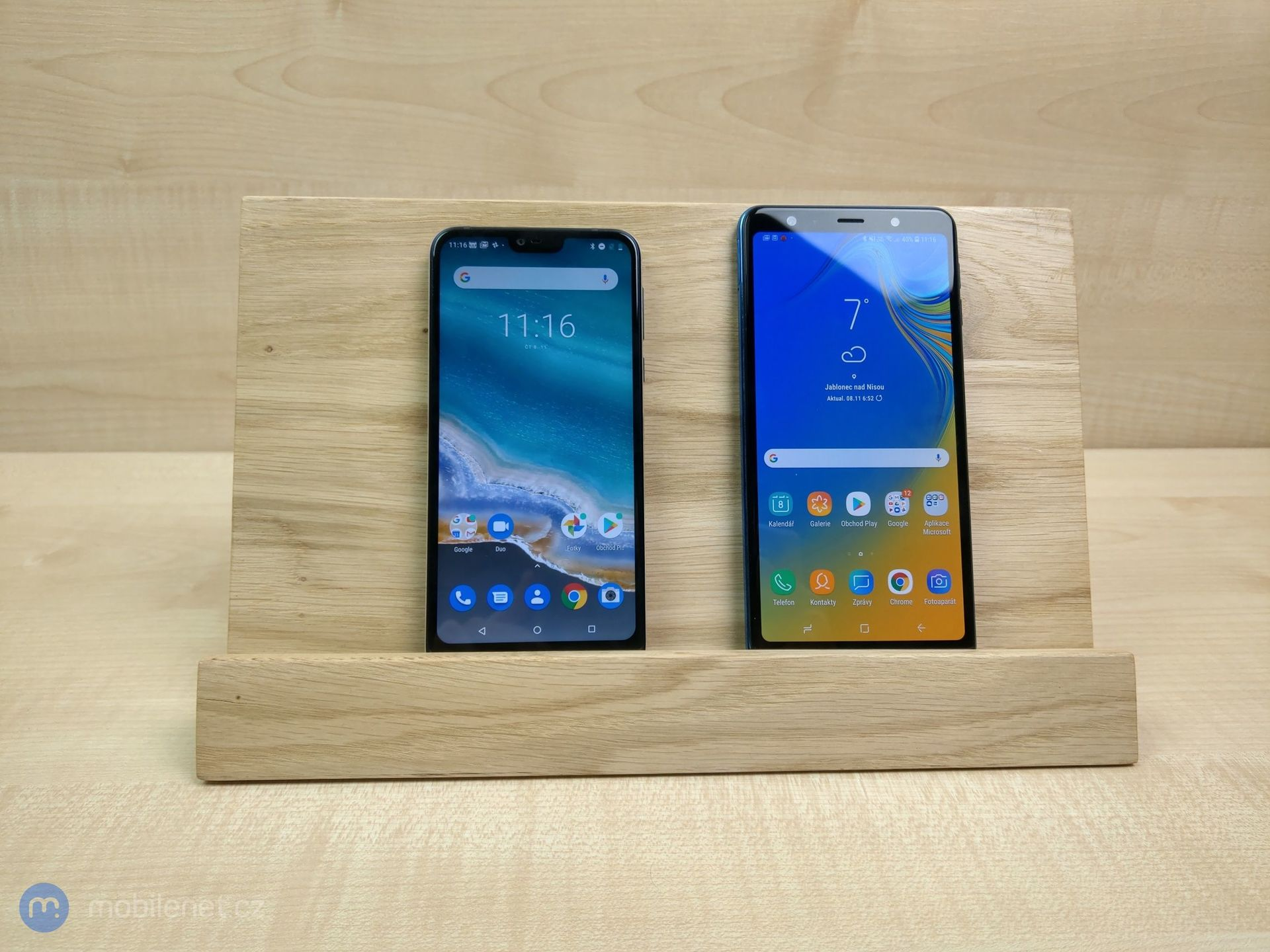 Nokia 7.1 a Samsung Galaxy A7 (2018)