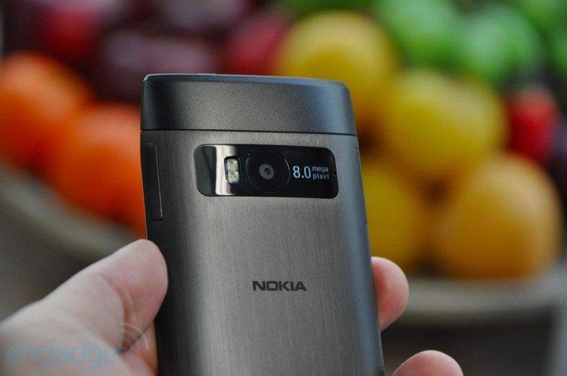 Nokia X7 - první živé fotografie