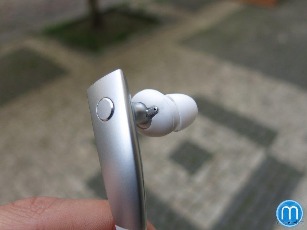 Samsung Gear Circle - ovládací tlačítko a sluchátko