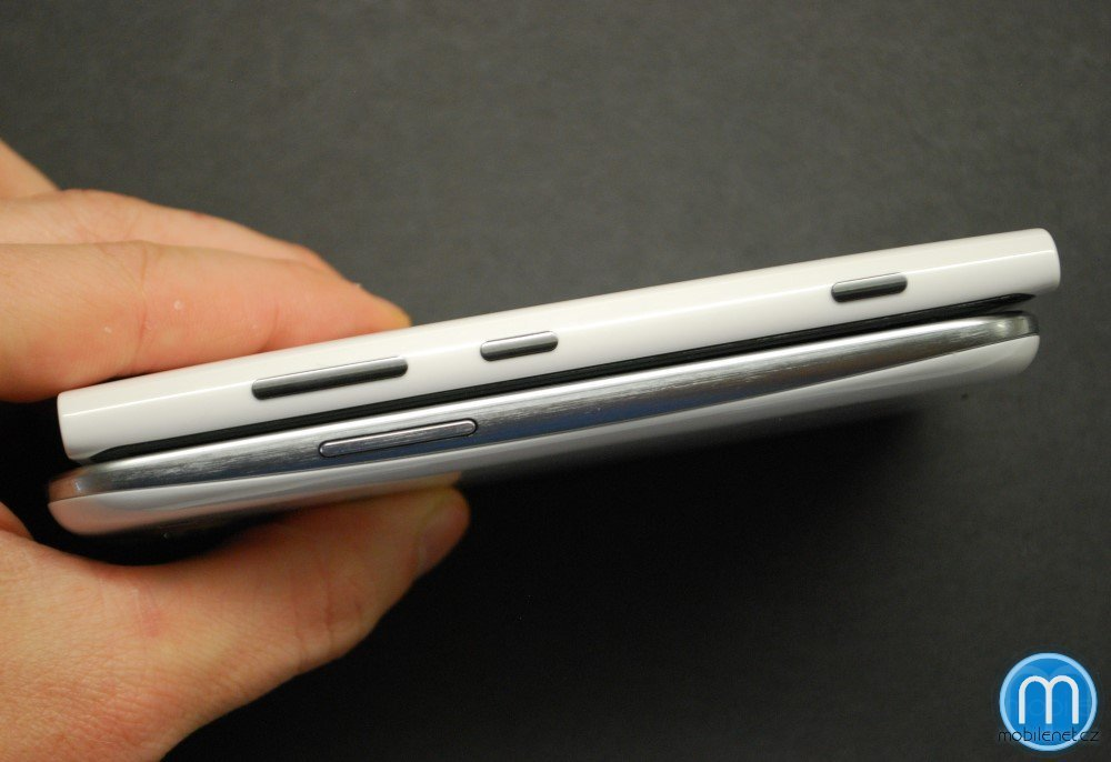 Srovnání Samsungu Galaxy S III a Nokie Lumia 920