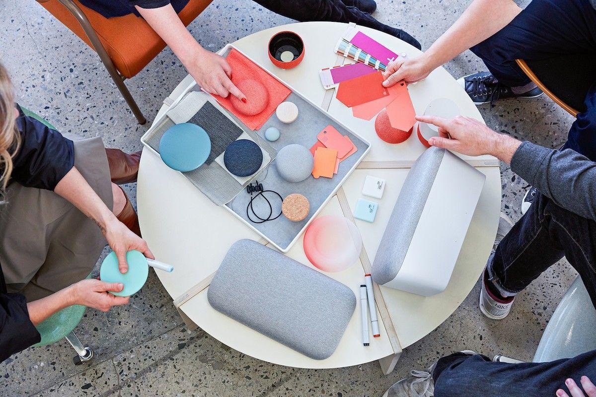 Testování různých barev a materiálů pro Google Home Mini