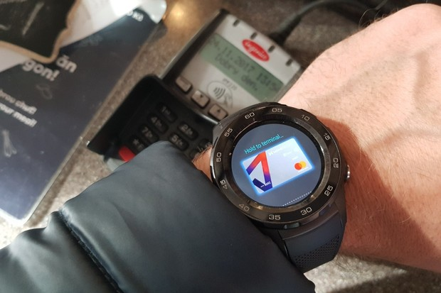 Díky Android Pay můžete platit i hodinkami, zamrzí ale zdlouhavé nastavení