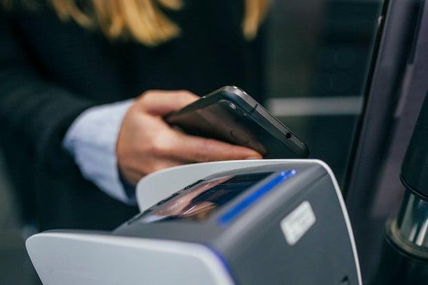 Apple zřejmě zpřístupní NFC čip v iPhonu pro širší využití