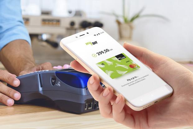Více než 30 tisíc klientů Air Banky aktivovalo službu placení mobilem
