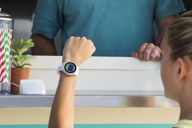 Komerční banka inovuje! Nově zaplatíte chytrým náramkem Fitbit nebo Garmin