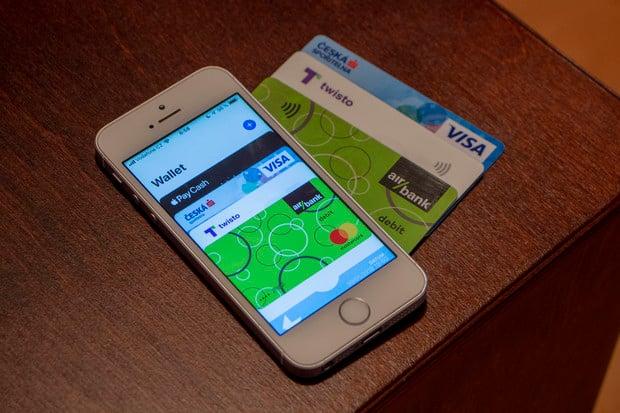 Apple Pay oficiálně startuje v České republice. Kde a jak můžete platit?