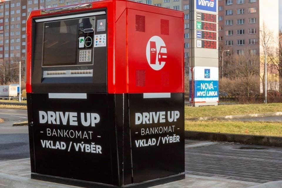 bankomat čerpací stanice Benzina