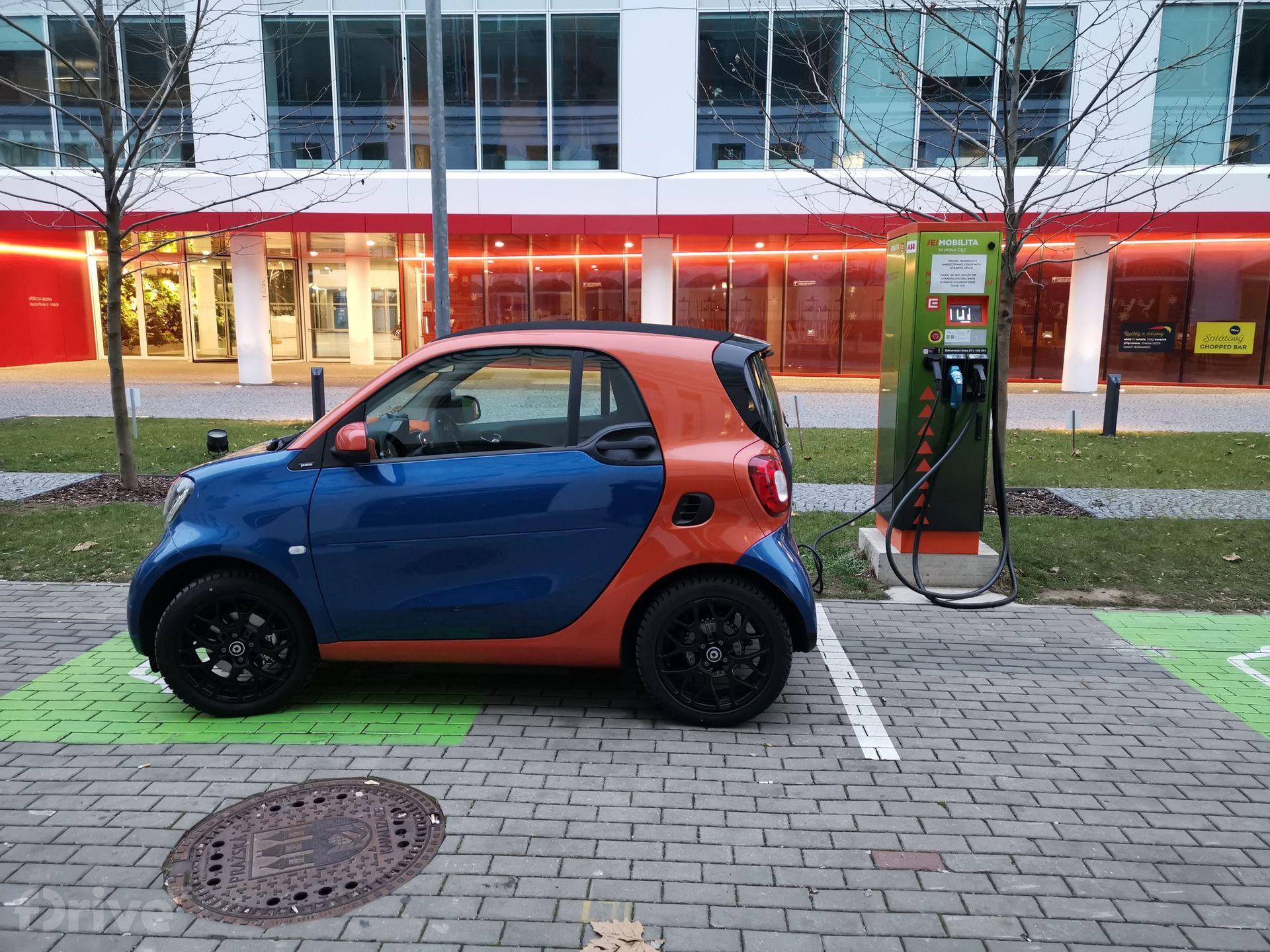Cestujeme elektromobilem po Praze