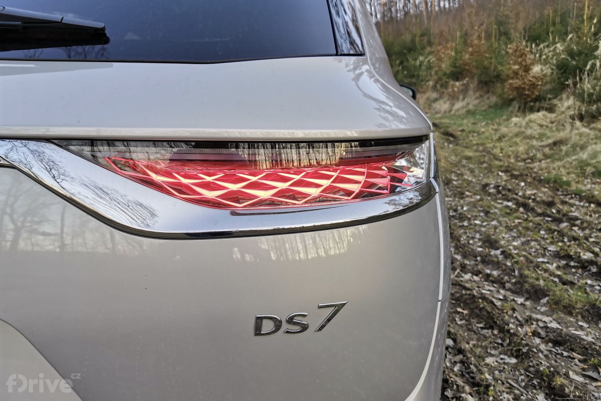DS 7 Crossback E-TENSE 4x4 zadní světlo