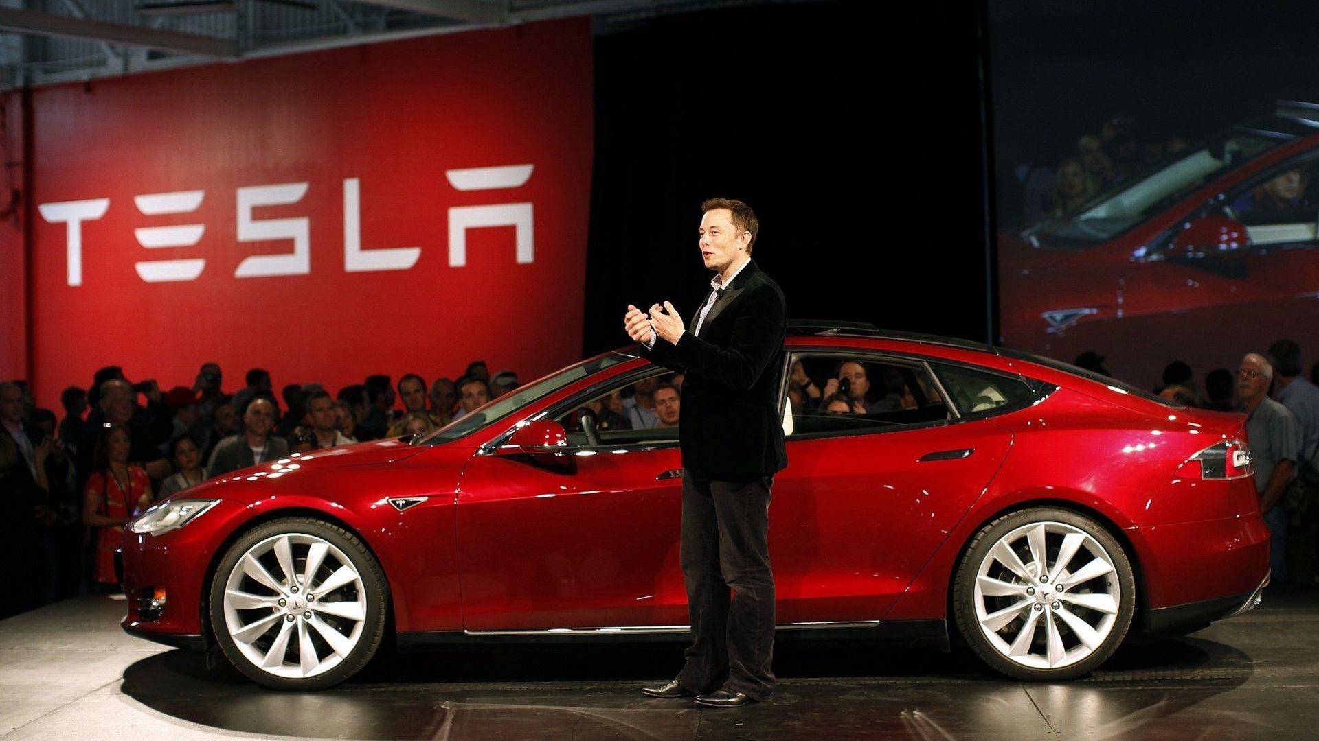 Elon Musk při prezentaci Modelu S