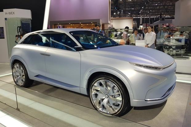 Hyundai stále věří vodíku, jeho FE Concept jsme si prohlédli naživo