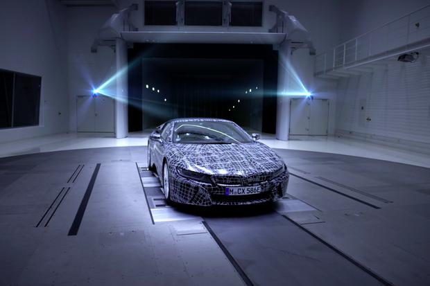 BMW i8 Roadster bude mít možná až dvojnásobnou kapacitu baterie