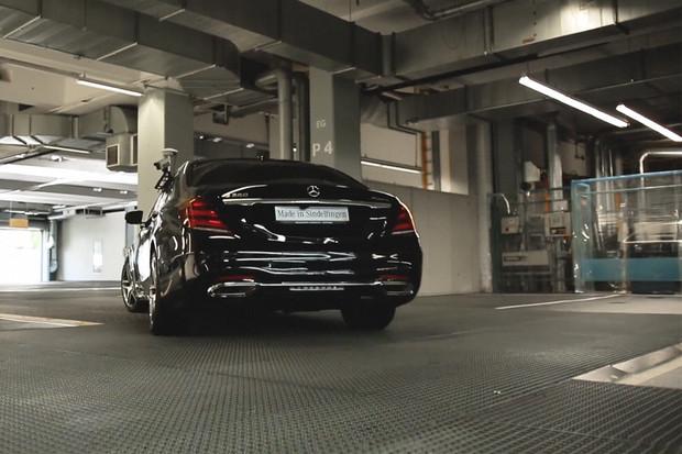 Mercedes třídy Ssjede zmontážní linky a hned autonomně urazí 1,5 kilometru