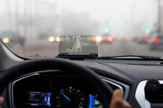 Za necelých 15 stovek může mít head-up displej i vaše auto