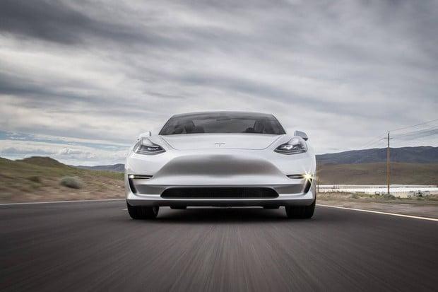 Alespoň Model 3 může Tesle dělat radost. Prodeje Modelu S a X naopak klesají