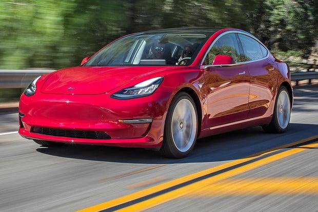 Tesla Model 3 brzy dostane novou porci výbavy. Pozná to úplně každý