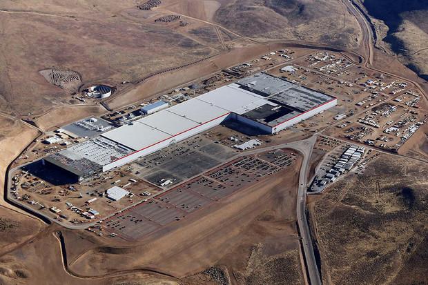 Tesla bude šetřit. Rozšíření produkce Gigafactory se tak příští rok konat nebude