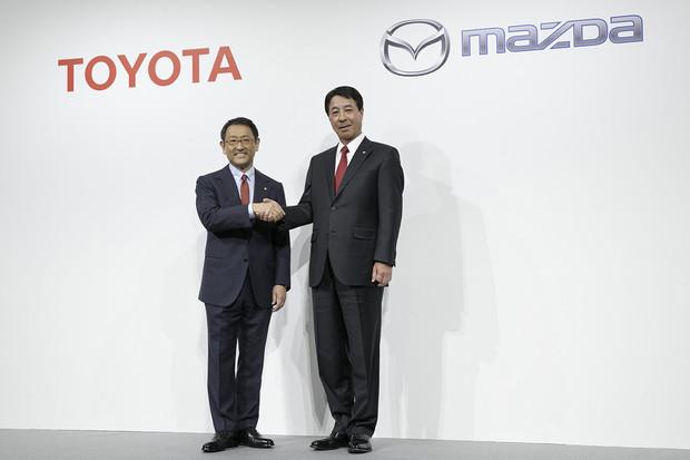 Toyota a Mazda spojují síly. Chtějí sdílet komponenty pro elektromobily