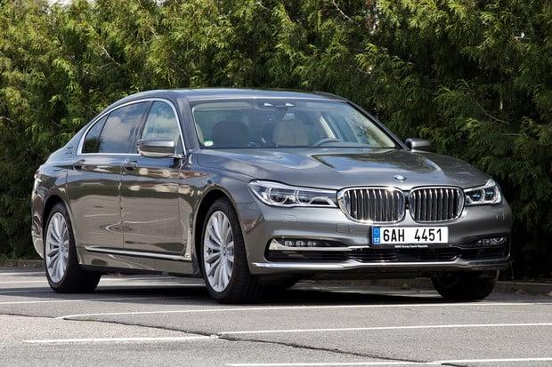 Facelift plug-in hybridního krále BMW 740e rapidně zvýší výkon i dojezd